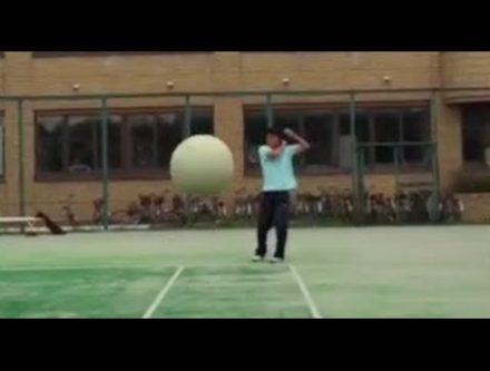 ソフトテニスの朝練中に起きた恐怖の衝撃的映像