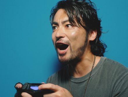 ソニー新CM「プレイステーション4」(PS4)!山田孝之のゲーム好きが分かる動画